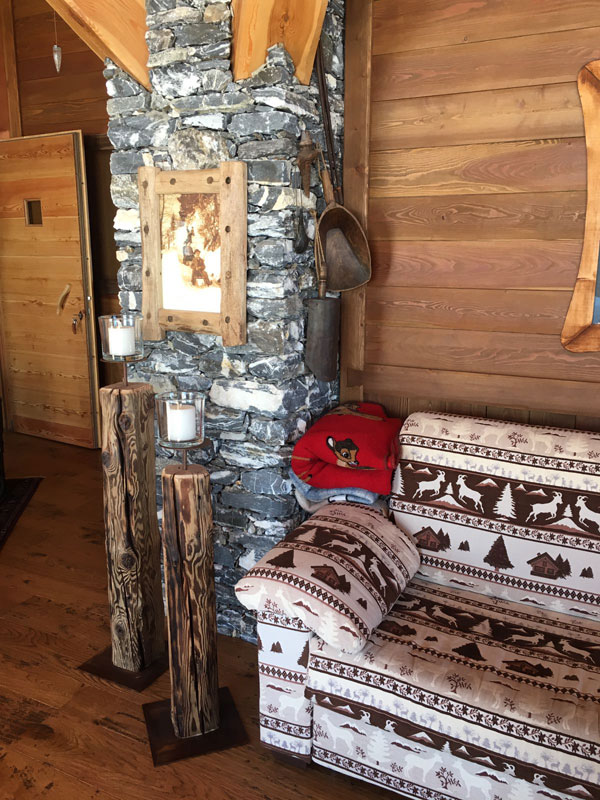 Portacandele e cornice del quadro in legno antico in legno antico